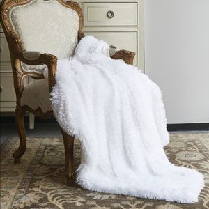 Regal Comfort Pure White Shaggy Throw 50 x 60